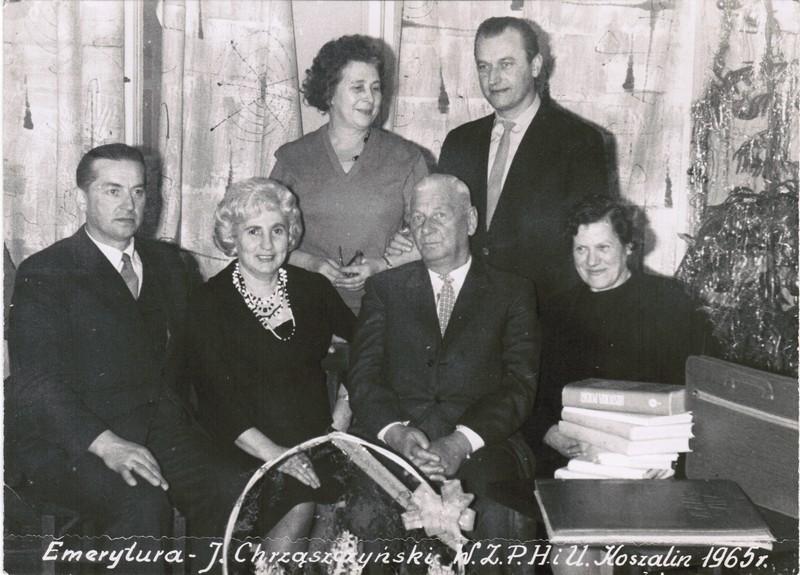 Czesław Pawłowski ( pierwszy z prawej, stoi) i J. Chrząszczyński